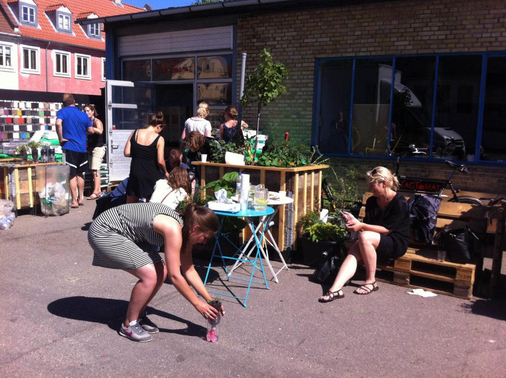 På cykeltur til grønne baggårde i Pinsen
