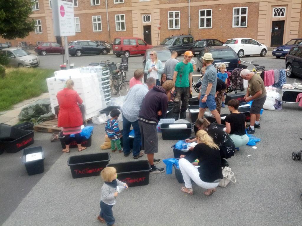 Kapillærkasseworkshop på Tåsinge Plads – Mynte, hvidløg og efterårssalater – 2013-08-11