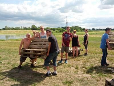 Byg din egen Pallebænk – som frivillige gjorde i 2014 til Roskilde festivals Dream-City!