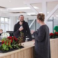 Plantemøbel skaber uformel ramme for mødet mellem kollegaer