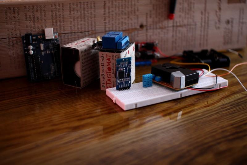 Arduino board og forskellige sensorer (og så lidt frøbomber)