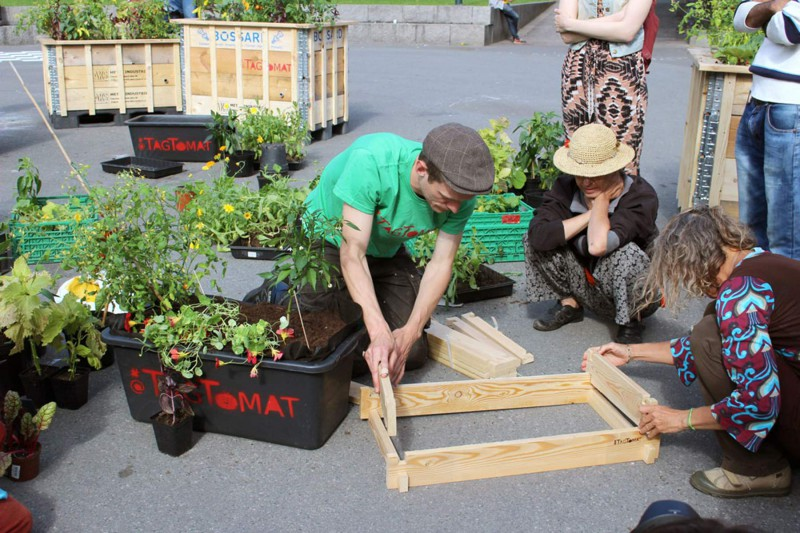 Participants help put together planters at a demonstration workshop given by TagTomat in Oslo in the beginning of august 2015