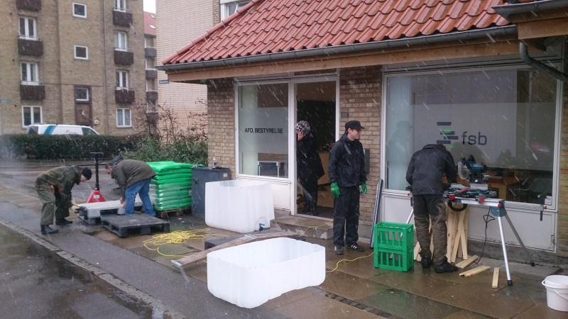 Der skal mere end lidt slud og regn til at skræmme beboerne fra Dommerparken væk fra grønne fællesskaber