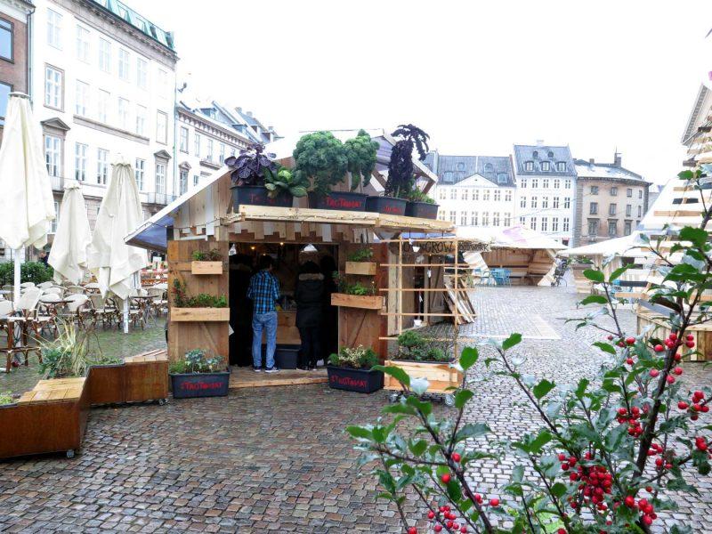 Landsbyens boder er lavet af genbrugstræ