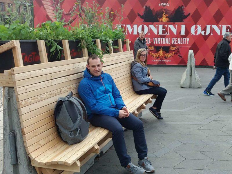 De første turister har godkendt bænken