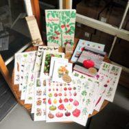 Plakater og bøger til salg hos TagTomat fra bla. Koustrup og Co.