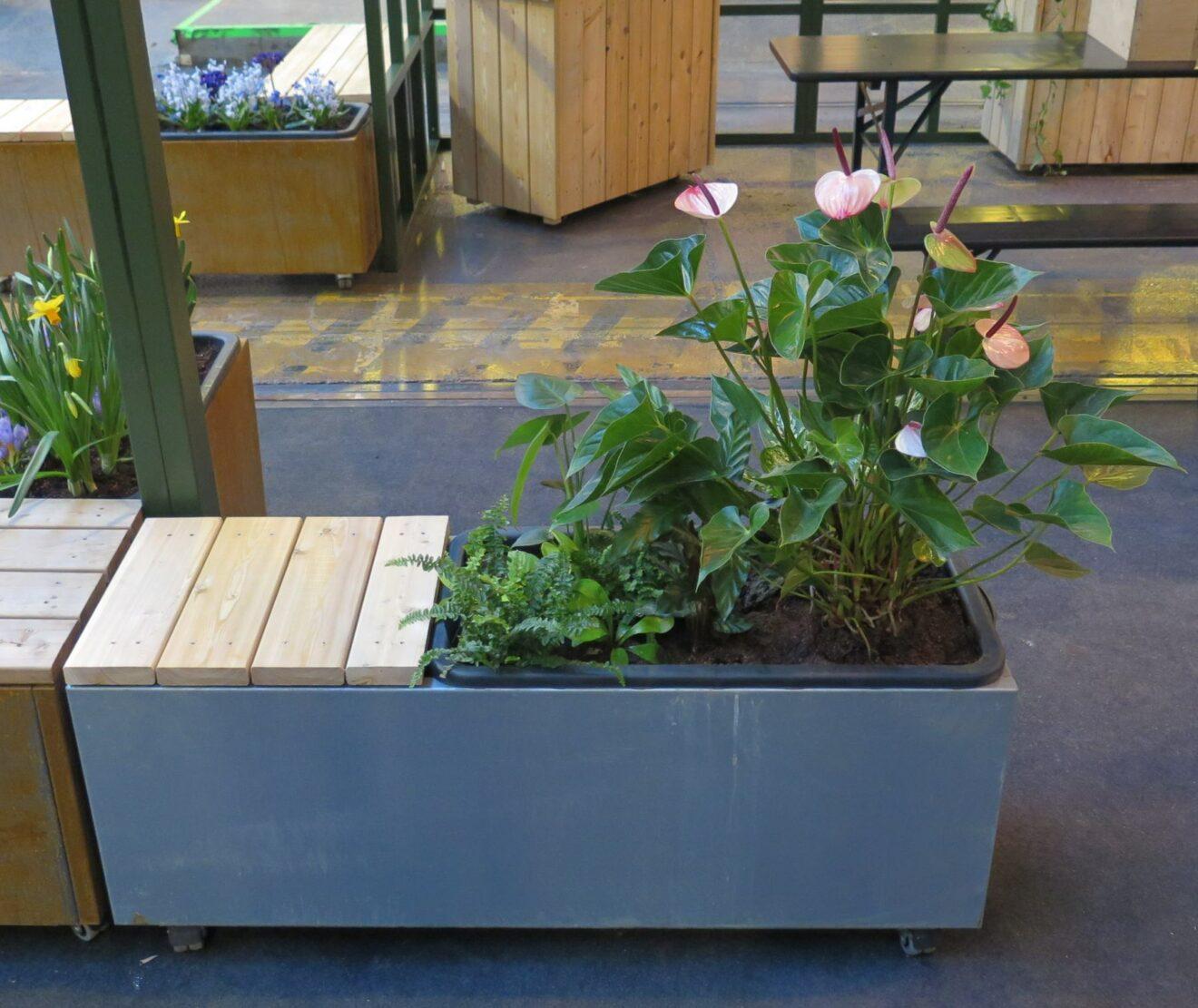 Plantekumme i galvaniseret stål 120x40x47cm med hjul, bænk og plantekasse