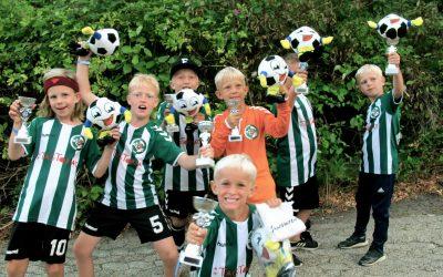 Lokalt fodboldhold til Vildbjerg Cup med tomater på ryggen