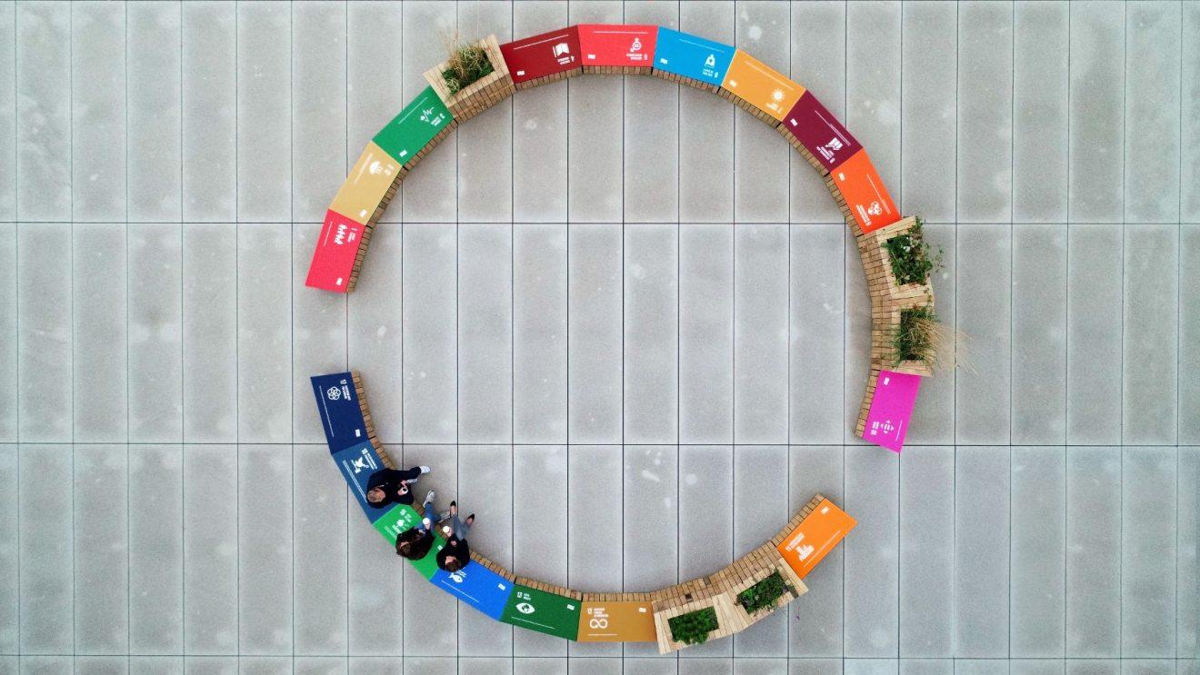 Verdensmålsbænk til Realdania lavet af TagTomat - Jarmers Plads